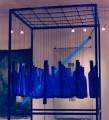 Botschaften, Installation Glas und UV Licht, 220 cm x 110 cm x 110 cm